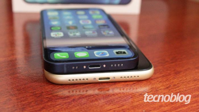 iPhone 12 Mini e iPhone XR (imagem: Emerson Alecrim/Tecnoblog)
