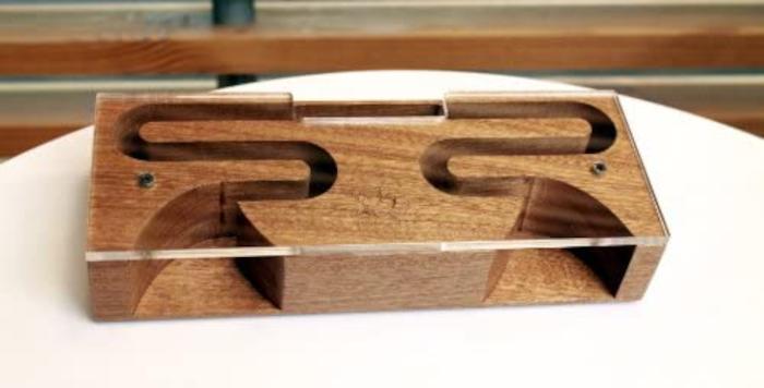 Estrutura de um amplificador de madeira (Imagem: Divulgação/AudioBLOCK) / caixa de som de madeira