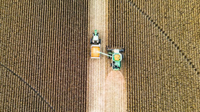 Internet das Coisas conecta máquinas agrícolas, cidades e outros dispositivos (Imagem: Taylor Siebert/Unsplash)