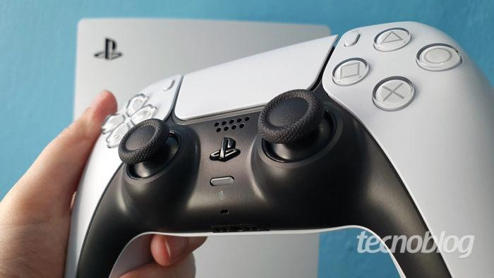 PlayStation 5 e controle DualSense (Imagem: Vivi Werneck/Tecnoblog)