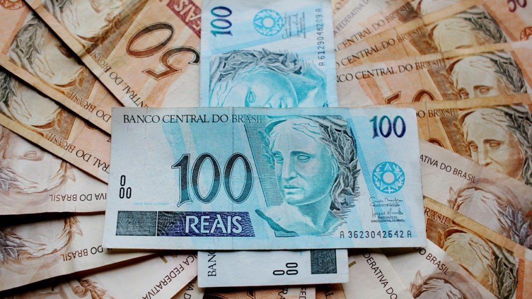 Parte dos brasileiros ainda prefere usar dinheiro físico (Imagem: Joelfotos/Pixabay)