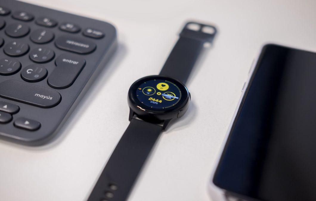 Samsung Galaxy Watch Active (Image: Emiliano Cicero / Unsplash)