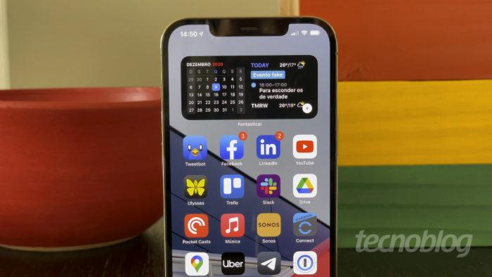 iPhone 12 Pro Max com iOS 14 (Imagem: Paulo Higa/Tecnoblog)