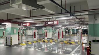 Tesla inaugura maior estação Supercharger para carros elétricos