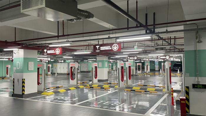 Estação de recarga da Tesla em Xangai (Imagem: Reprodução/Twitter)