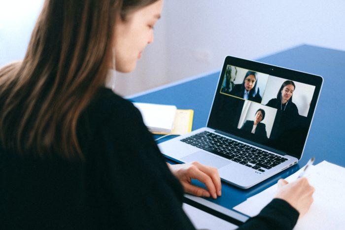 Videoconferências via Zoom (Imagem: Anna Shvets/Pexels)