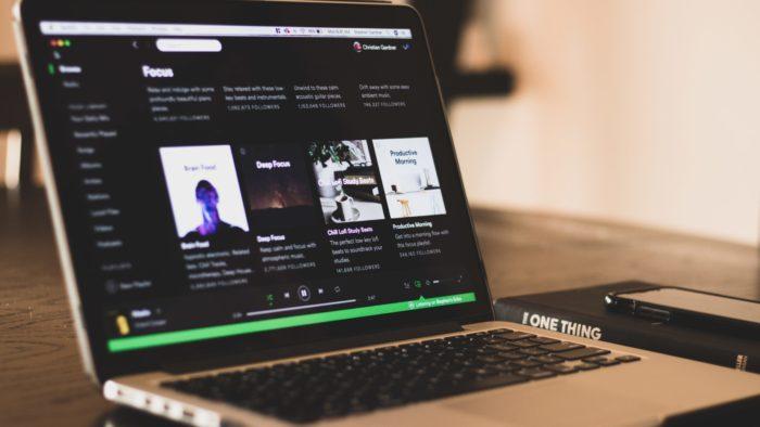 Como mudar a forma de pagamento do Spotify (Imagem: sgcdesignco/Unsplash)