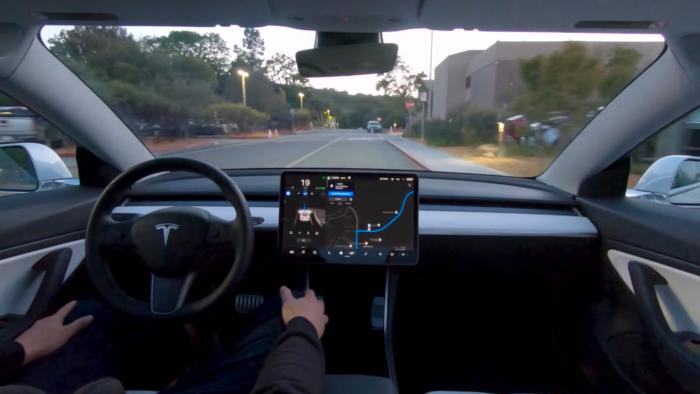 Tesla em modo Full Self-Driving (Imagem: divulgação/Tesla)