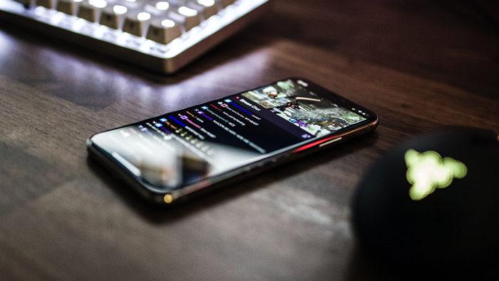 Aplicativo da Twitch no celular (Imagem: Caspar Camille Rubin/Unsplash)