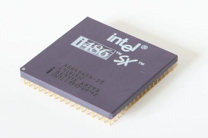 Chip Intel 80486SX (imagem: Henry Mühlpfordt/Wikipedia)