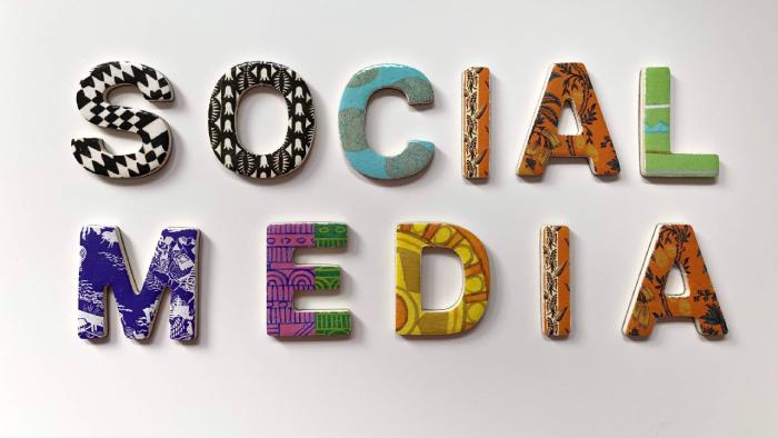 Trocas são importantes para conquistar seguidores no Facebook ou em outra rede social (Imagem: Merakist/Unsplash)