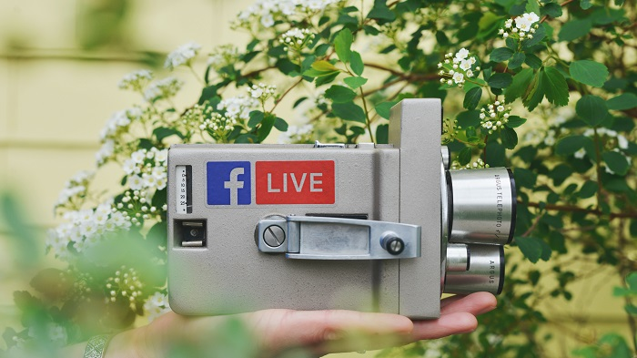 Vídeos bem produzidos conseguem seguidores no Facebook (Imagem: Sticker Mule/Unsplash)