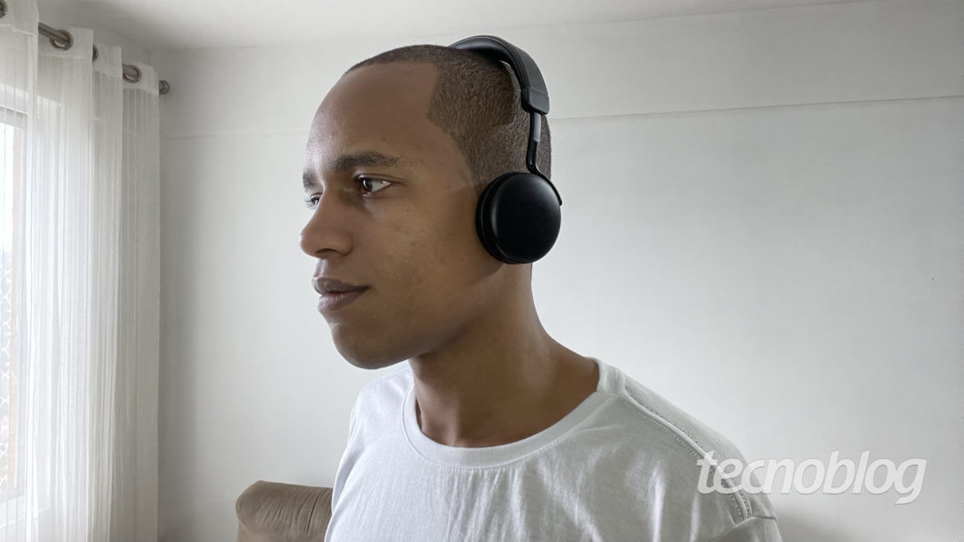Headset Bluetooth Intelbras Focus Style (Imagem: Darlan Helder/Tecnoblog)