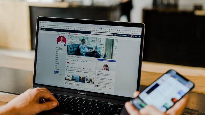 O que são e para que servem os Status do Facebook (Imagem: Austin Distel/Unsplash)