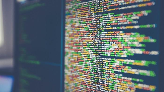 A via mais comum de utilizar um keylogger é instalando por outro software (Imagem: Markus Spiske/Unsplash)