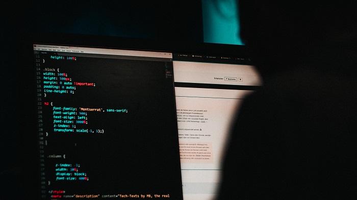 Keyloggers são ferramentas tradicionalmente utilizadas por hackers (Imagem: Mika Baumeister/Unsplash)