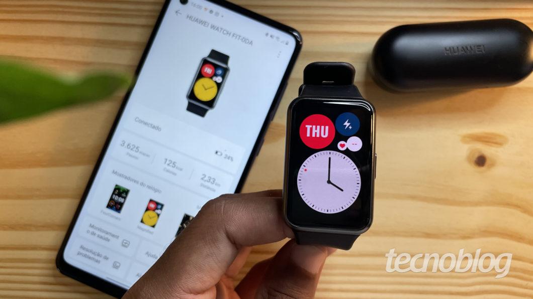 Smartwatch Huawei Watch Fit (Imagem: Darlan Helder/Tecnoblog)