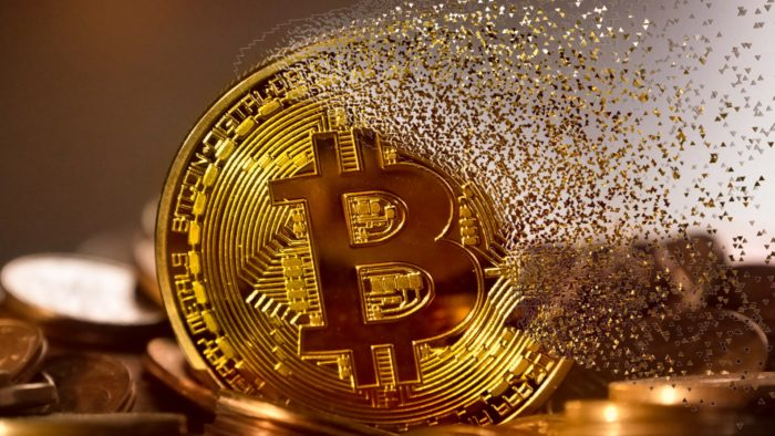 Bitcoin cai 19% na maior desvalorização diária dos últimos dois meses (Imagem: Mohamed Hassan/Pixabay)