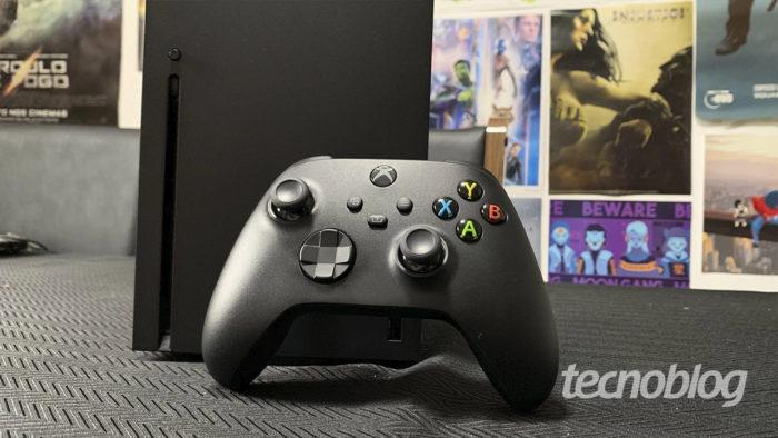 Xbox Series X e controle (Imagem: Felipe Vinha/Tecnoblog) / como entrar na xbox live