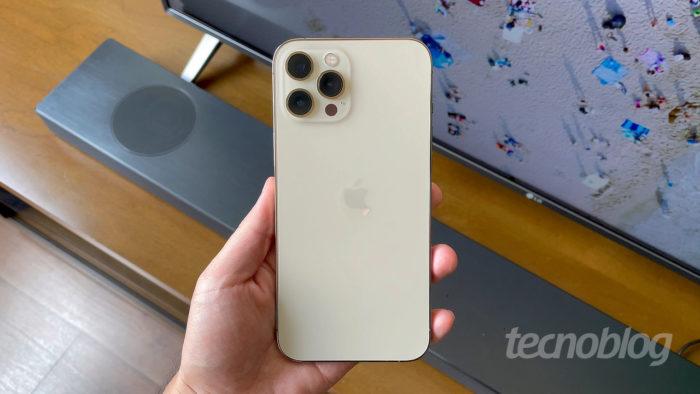 iPhone 12 Pro Max (Imagem: Paulo Higa/Tecnoblog)