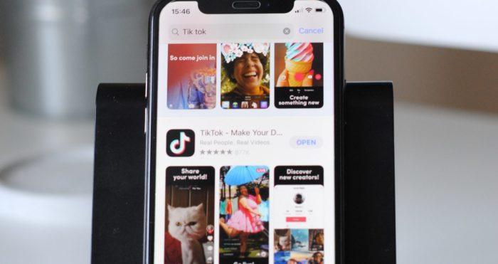 App Store no iPhone (Imagem:Hello I'm Nik/Unsplash)