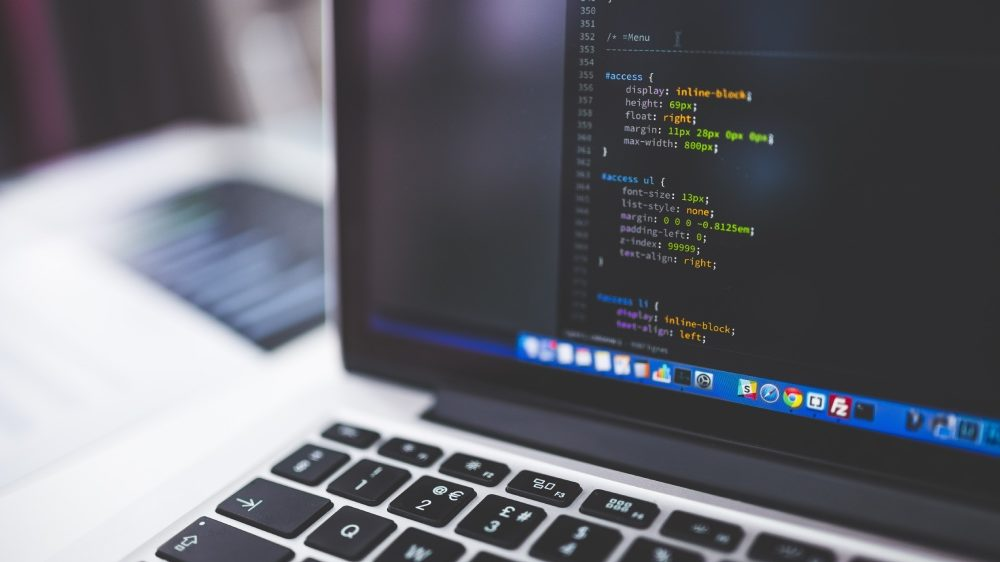 Projetos levam cursos de programação para jovens (Imagem: Negative Space / Pexels)