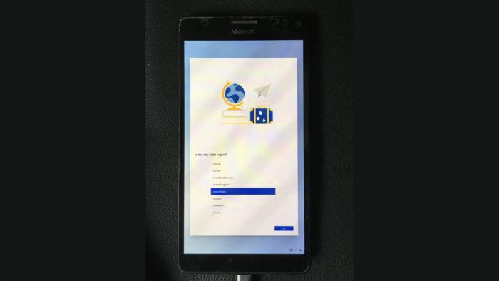 Windows 10X em execução em um Lumia 950 XL (Imagem: Reprodução/@gus33000/Twitter)