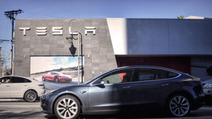 Tesla investe US$ 1,5 bilhões em bitcoin (Imagem: Chris Yarzab/Flickr)