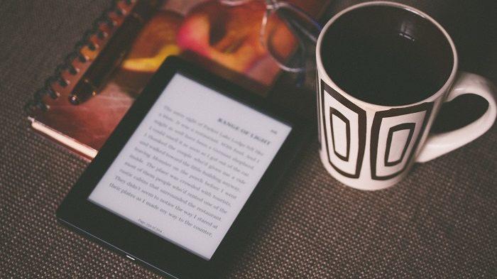 Como devolver um livro no Kindle Unlimited / Photo by Aliis Sinisalu on Unsplash / Reprodução