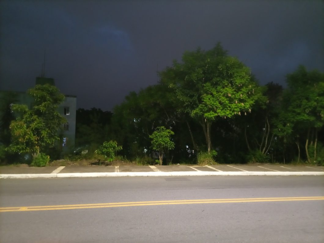Câmera principal à noite (imagem: Emerson Alecrim/Tecnoblog)