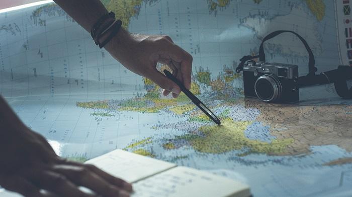Nova carreira no velho continente (Imagem: Glenn Carstens Peters/Unsplash)