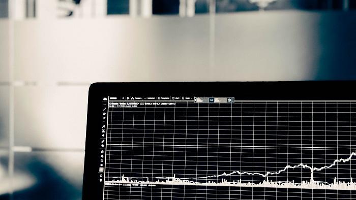 Opções no mercado de ações permitem um maior controle sobre perdas e ganhos máximos (Imagem: Chris Liverani/Unsplash)