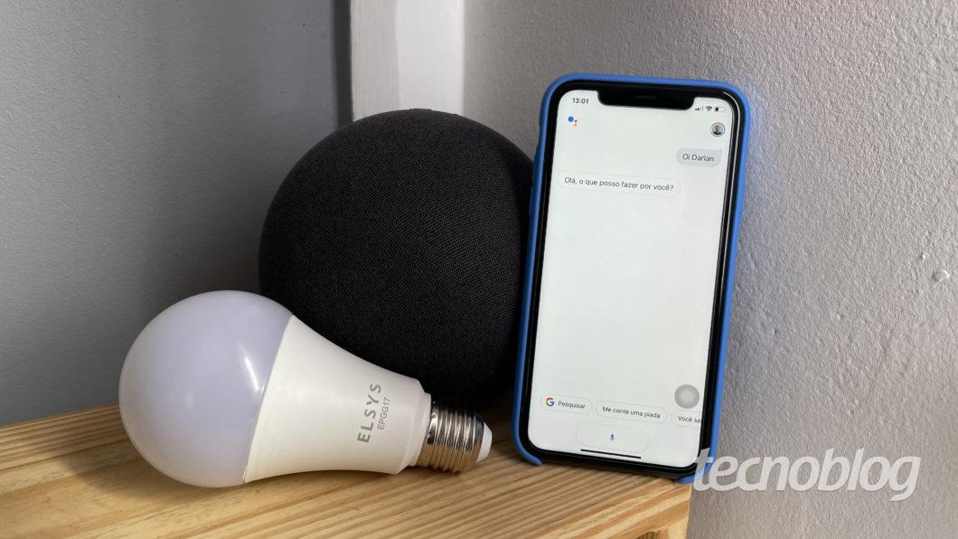 Smart Lâmpada Wi-Fi Elsys com Amazon Echo e Google Assistente (Imagem: Darlan Helder/Tecnoblog)