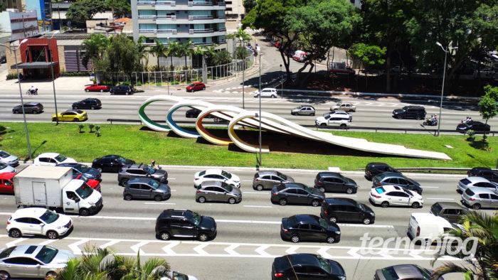 Carros em avenida de São Paulo (imagem: Emerson Alecrim/Tecnoblog)