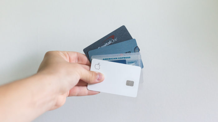 Cartões de crédito (Imagem: Avery Evans/Unsplash)
