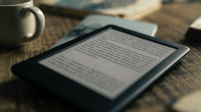 10 livros de romance disponíveis no Kindle Unlimited / Photo by @felipepelaquim on Unsplash / Reprodução