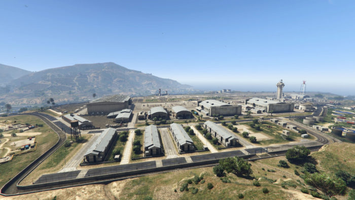 Forte Zancudo em GTA 5 (Imagem: Reprodução/Rockstar Games) / Onde fica a Área 51 no GTA 5
