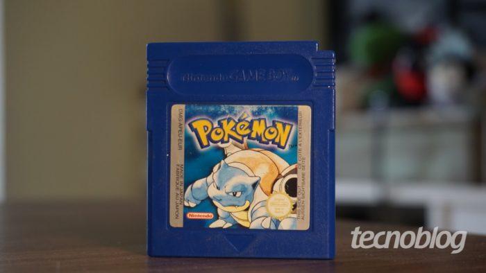 Pokémon Blue cartridge (Image: André Fogaça / Tecnoblog)