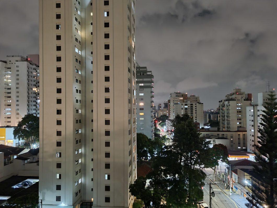 Foto com câmera traseira do Galaxy S21 em 1x e modo noturno (Imagem: Paulo Higa/Tecnoblog)