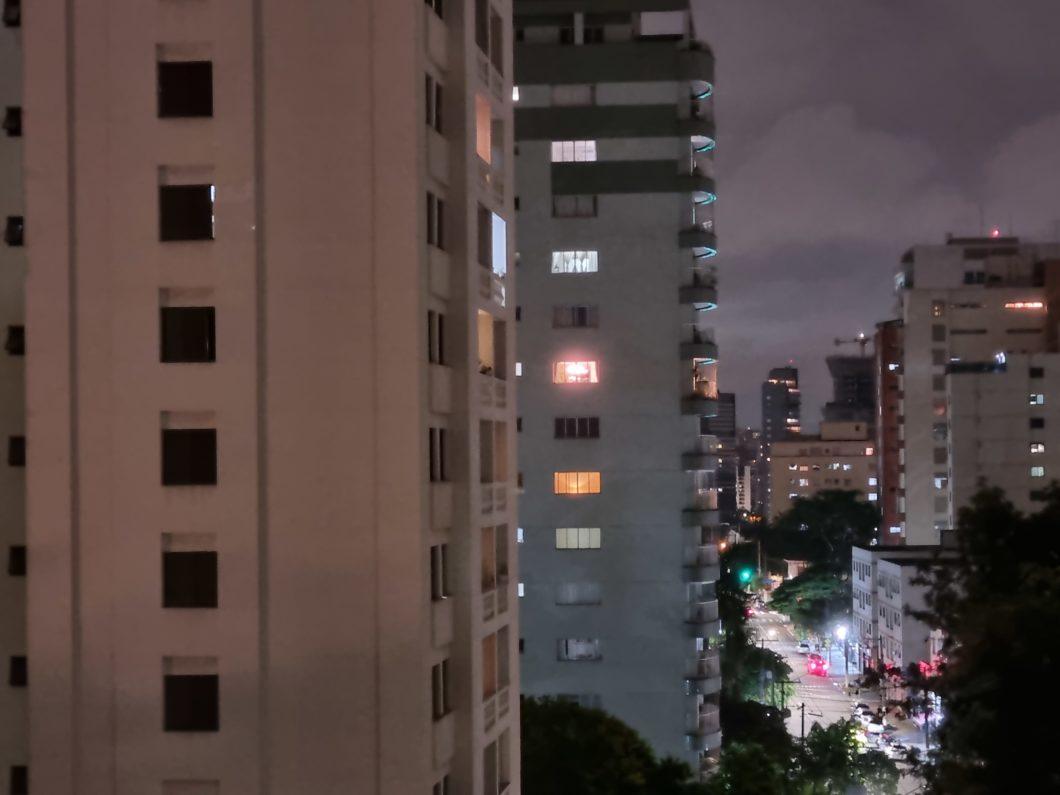 Foto com câmera traseira do Galaxy S21 em 3x e modo noturno (Imagem: Paulo Higa/Tecnoblog)