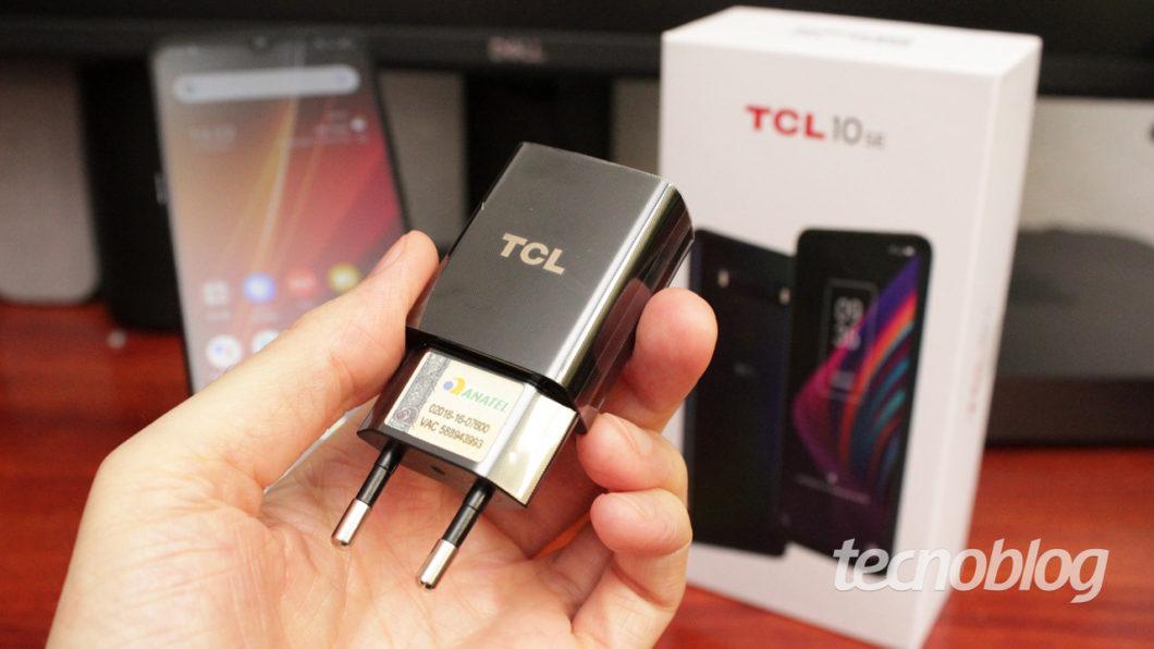 TCL 10 SE uploader (image: Emerson Alecrim / Tecnoblog)