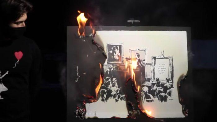 """Pintura """"Morons"""" de Banksy é queimada ao vivo (Imagem: Reprodução/"""
