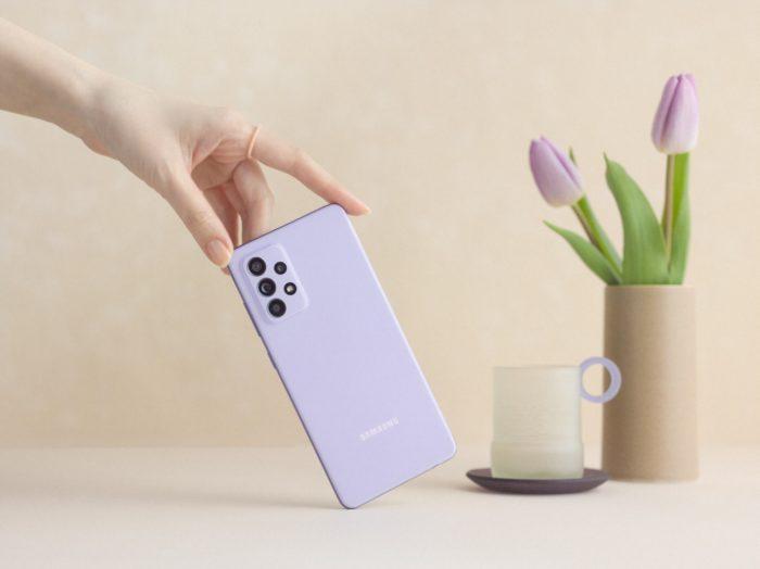 Samsung <a href='https://meuspy.com/tag/Espionar-Galaxy'>Galaxy</a> A52 na cor violeta (Imagem: Divulgação/Samsung)