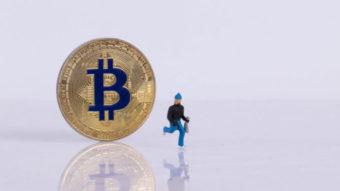 Jovem é condenado à prisão por roubar US$ 100 mil em bitcoin via Twitter