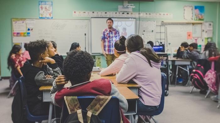 Como entrar no Google Classroom (Imagem: Neonbrand/Unsplash)
