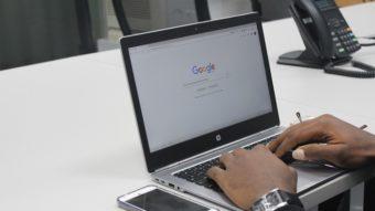 Busca do Google libera modo escuro no desktop para mais usuários