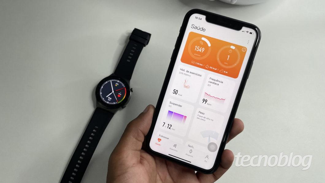 Huawei Watch GT 2 Pro e app Huawei Health (Imagem: Darlan Helder/Tecnoblog)