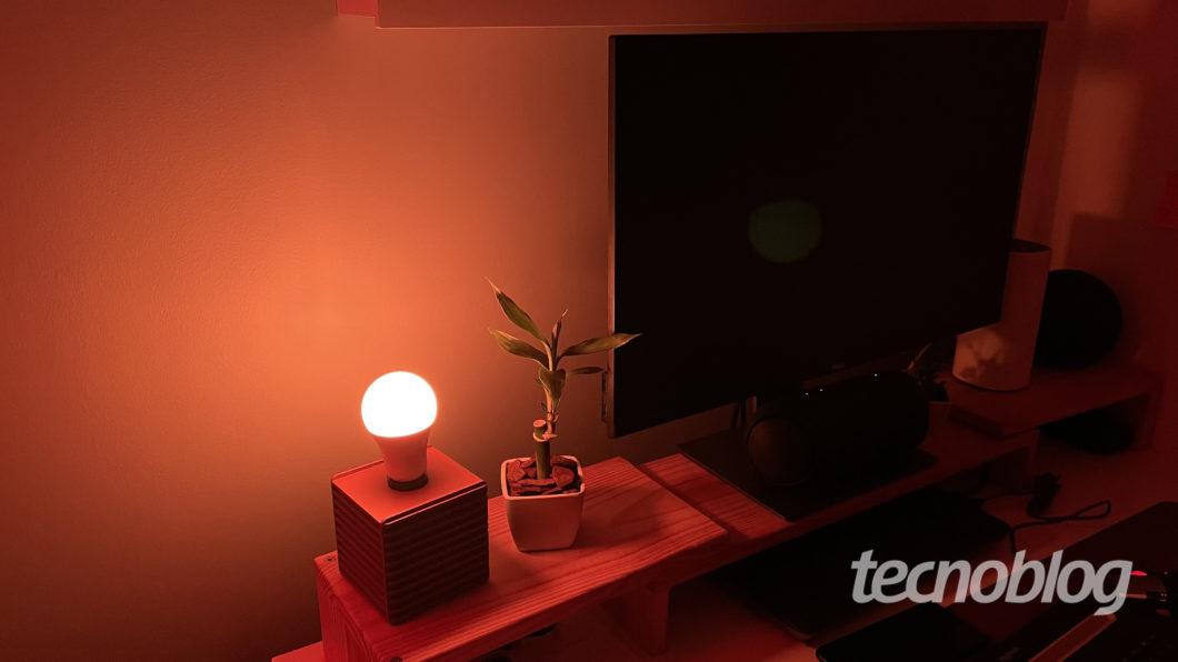 Smart Lâmpada Wiz A60 (Imagem: Darlan Helder/Tecnoblog)