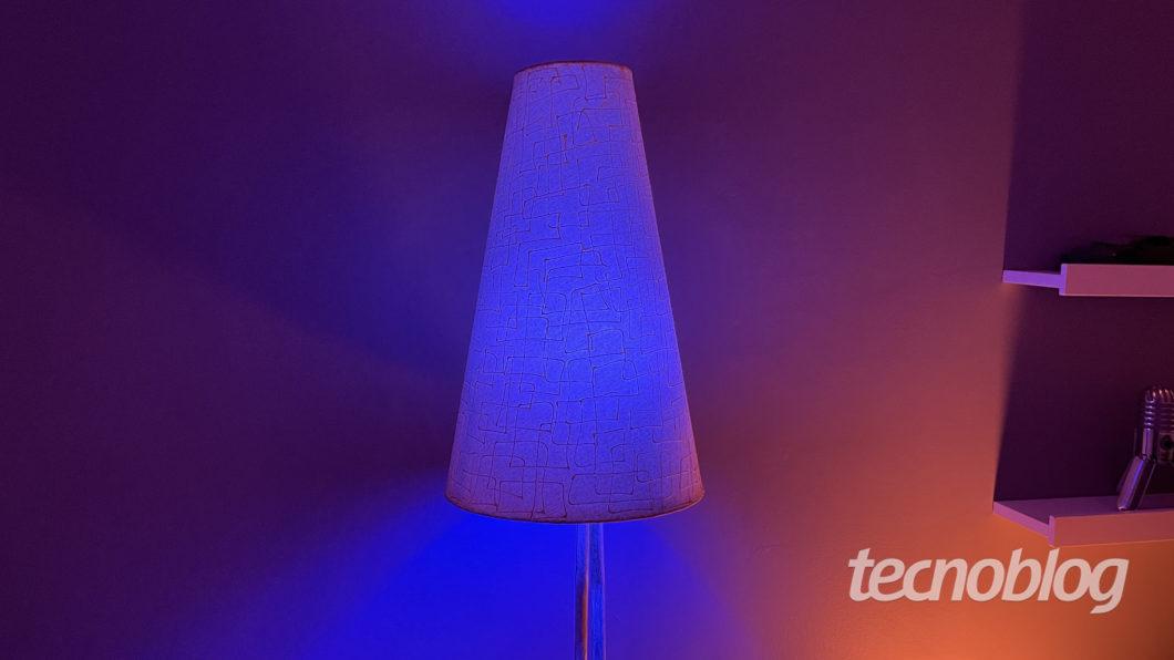 Smart Lâmpada Wiz A60 no modo Festa (Imagem: Darlan Helder/Tecnoblog)