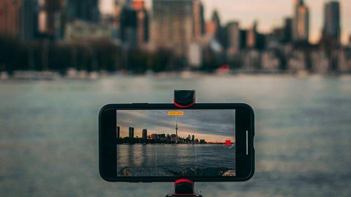 Como fazer um time-lapse no iPhone [Dicas para iniciantes] / Photo by Aditya Chinchure on Unsplash / Reprodução